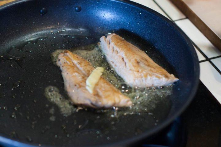 Паразиты сохраняются в плохо прожаренной рыбе