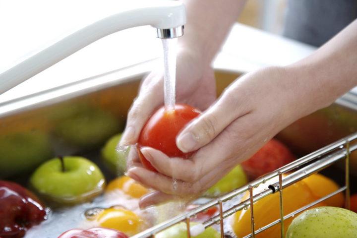 Нередко причины заражения - немытые продукты