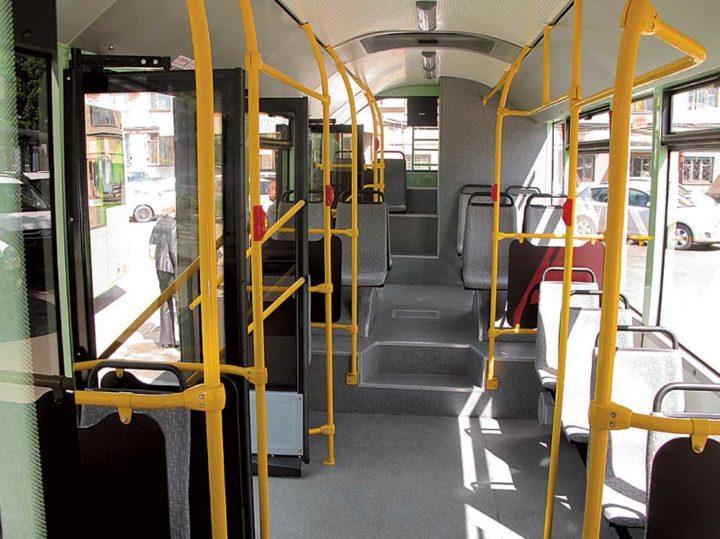 Поручни общественного транспорта тоже источник заражения